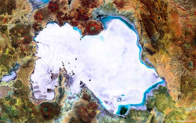 Salar de Uyuni desde el espacio