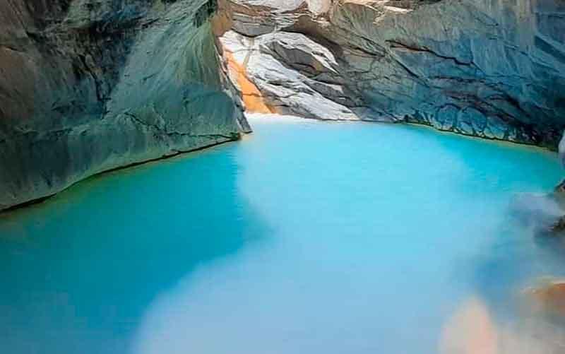 Laguna Espejo Azul de Muñapata